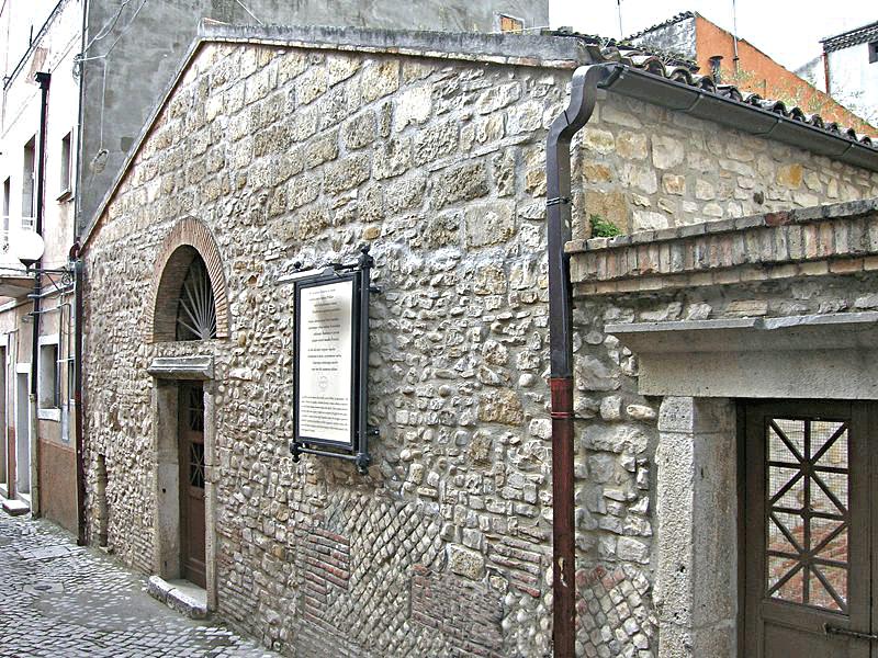 800px-Casa_di_Orazio_Flacco9